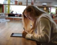Scrivere con la penna (anche elettronica) stimola di più il cervello